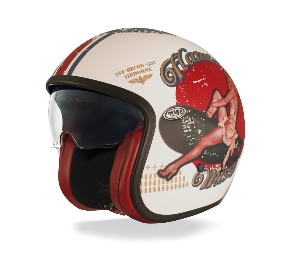 Porter son casque de moto vintage pour aller au travail